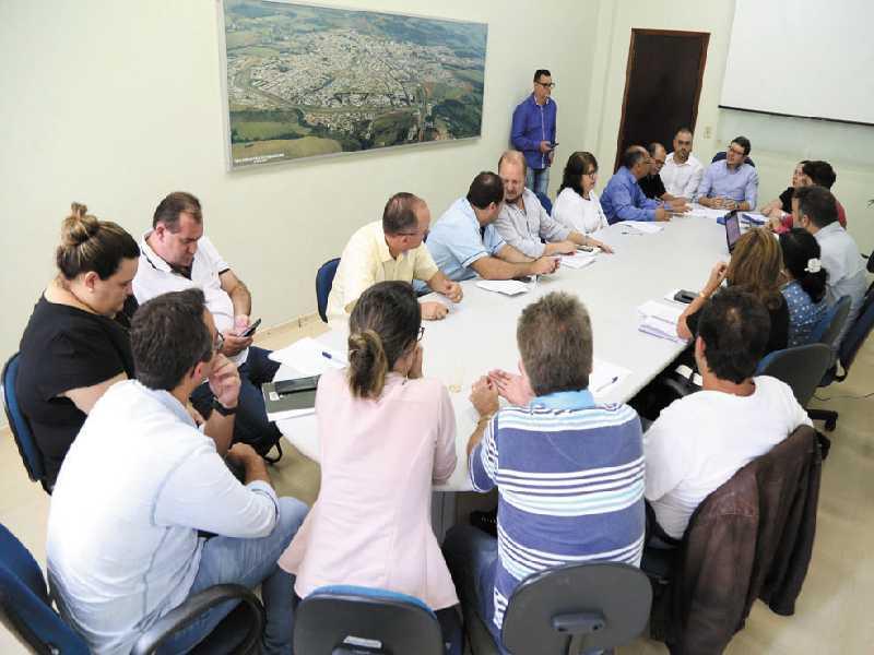 Reunião com membros da diretoria do Sindicato dos Servidores Públicos Municipais (Sempre) para discutir sugestões