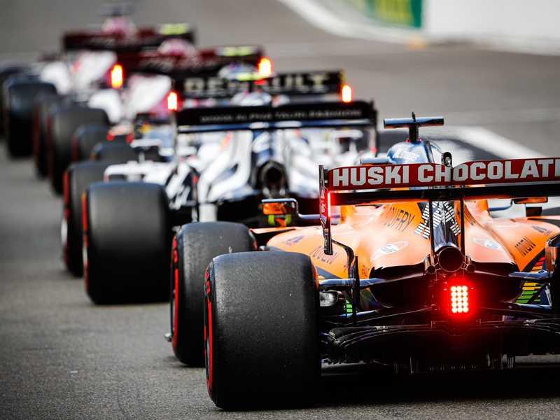 A F1 está de volta, e de casa nova, na TV  Band, que promete mostrar todas as 23 provas ao vivo na TV aberta, inclusive o pódio