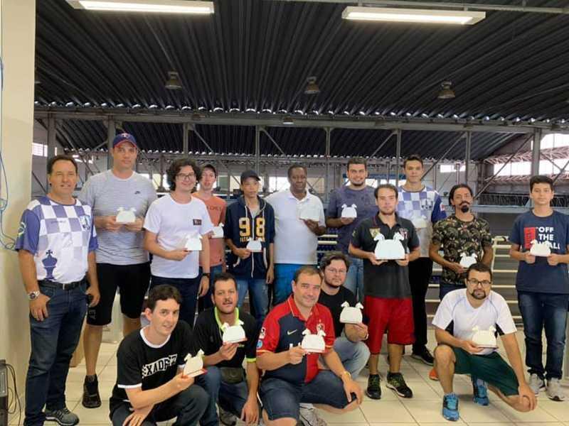 Enxadristas foram premiados após mais uma etapa da competição no Clube de Xadrez de Paraíso