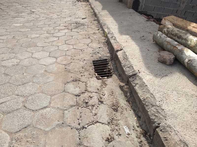 Prefeitura mandou concertar o Valetão da Rua Alfredo Fidelis Marques , mas precisa colocar no local mais e maiores bocas de lobo