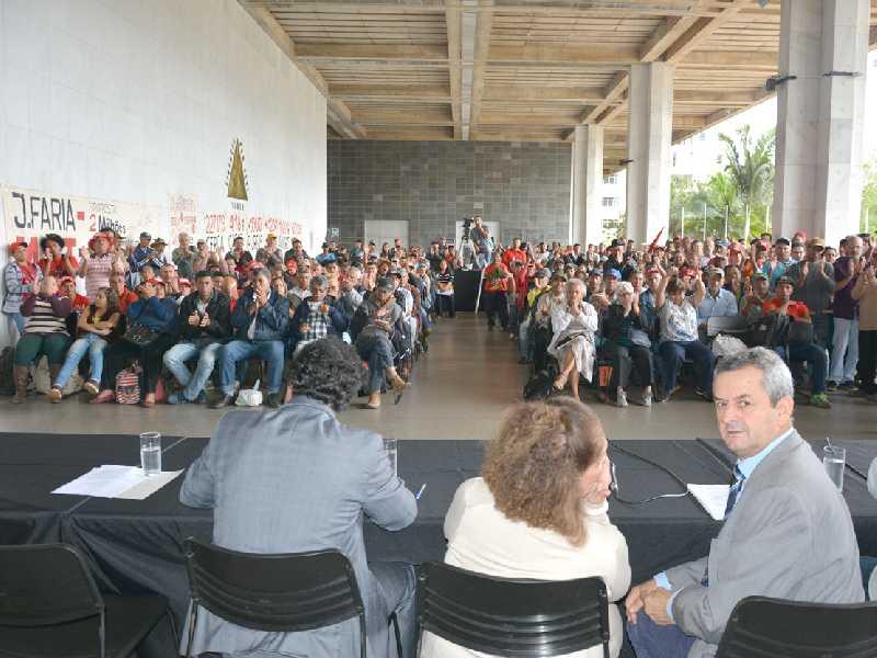Audiência pública reuniu cerca de 400 integrantes do MST. E ao fazer uso da palavra, o deputado defendeu a decisão do Tribunal de Justiça