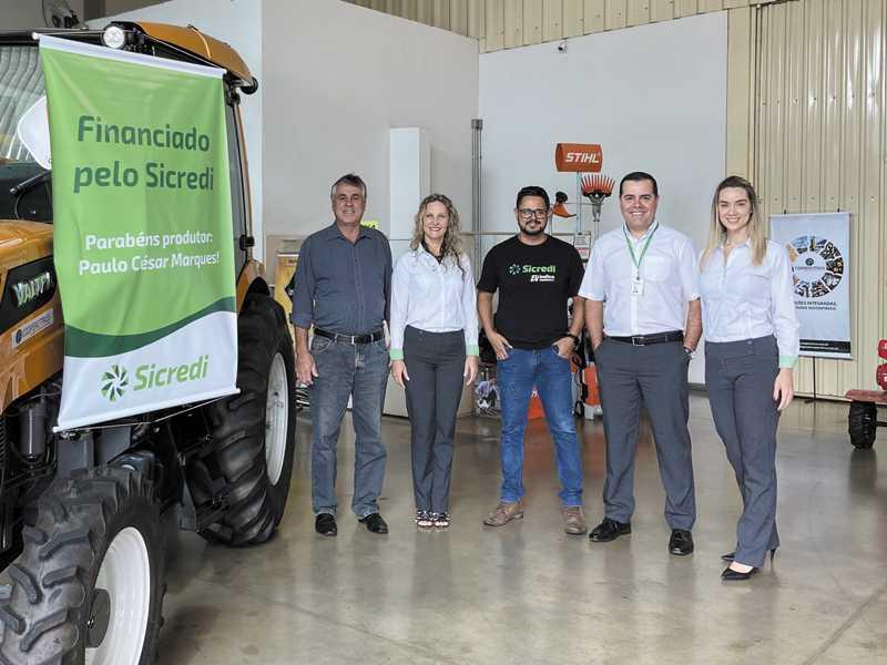 Associado Paulo César Marques e equipe da Sicredi das Culturas RS_MG em São Sebastião do Paraíso