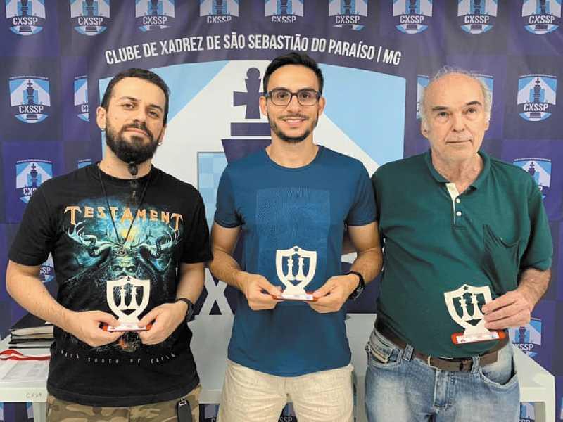 Bruno Gouvêa (terceiro), Thales Leão (campeão) e MN Jair Domigues (vice-campeão) fizeram o pódio da Categoria A no Mineiro de Xadrez Rápido