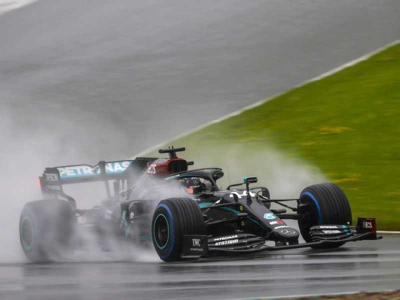 89ª pole position de Hamilton entra para a lista das mais fantásticas da F1