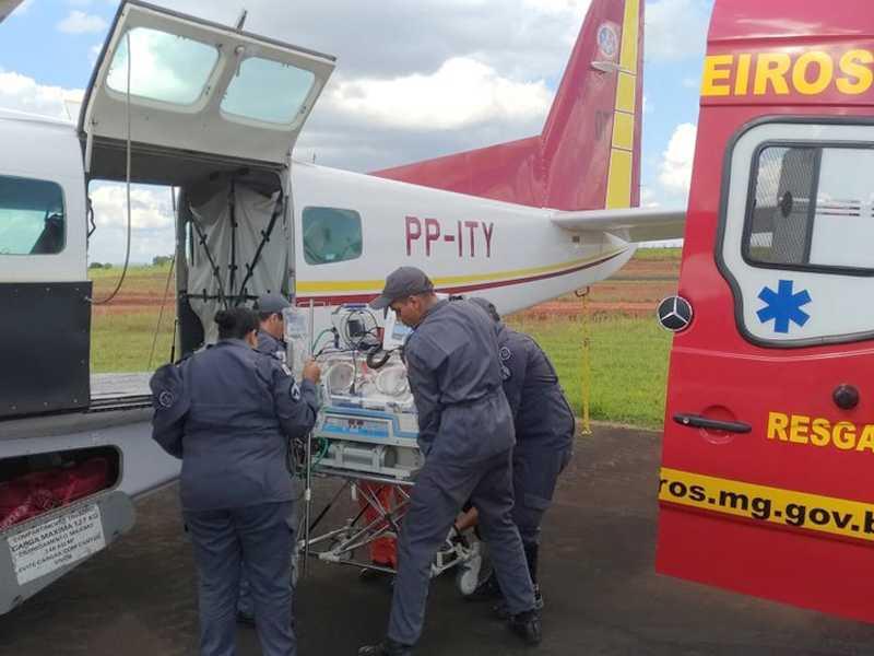 O transporte aeroviário foi providenciado devido à necessidade de tratamento especial