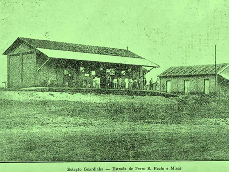 Estação Guardinha - Estrada de Ferro s. Paulo e Minas Estação Ferroviária da Guardinha. Foto publicado, em 1922, no livro Notícia Histórica de São Sebastião do Paraíso