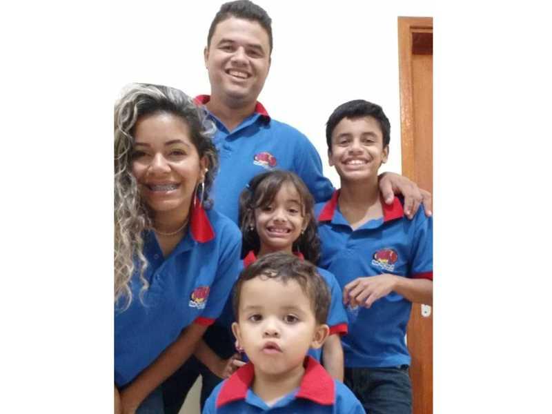 André , esposa Jénifer e filhos André Luiz, Maria Eduarda e Antônio