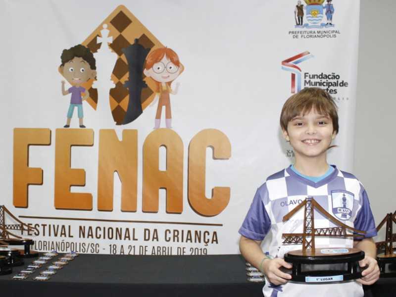 Olavo Tadeu Carvalho Oliveira, 8 anos de idade, é o mais novo herói dos tabuleiros do Clube de Xadrez de Sebastião do Paraíso
