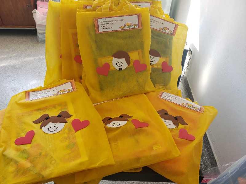Kites de material escolar foram distribuídos para os alunos nas escolas da Rede Municipal de Ensino