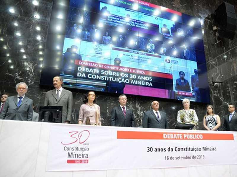 Debate público reuniu parlamentares atuais e personalidades que atuaram na Constituinte mineira
