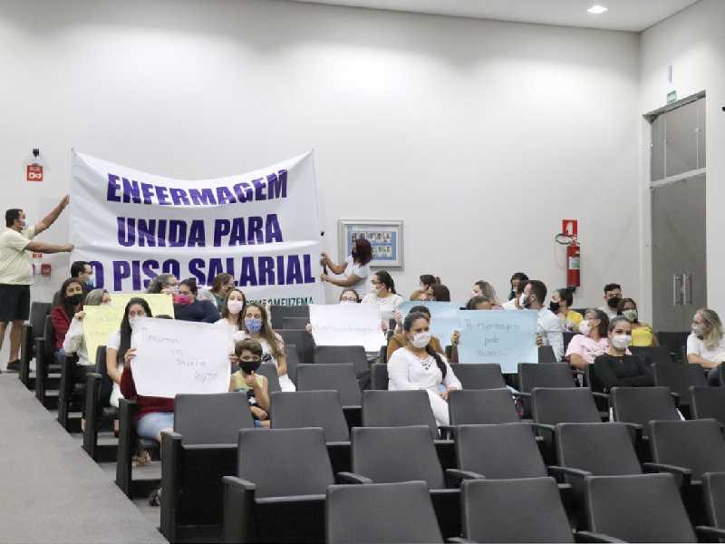 Enfermeiros se manifestaram na Câmara a fim de obter apoio para a categoria