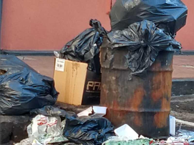 Grandes volumes de lixo foram registrados na Lagoinha, além de muitos produtos e objetos descartados de maneira irregular