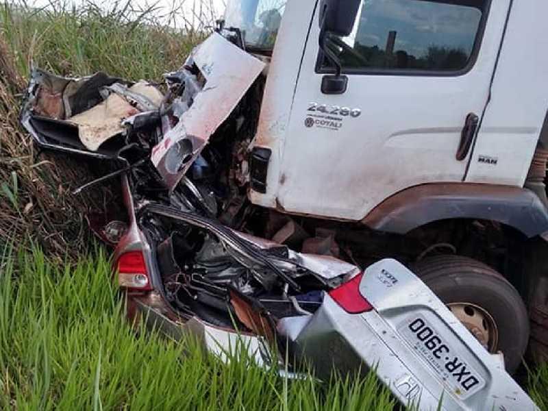 Veículo em que viajavam irmãos cantores colidiu de frente com caminhão no interior paulista