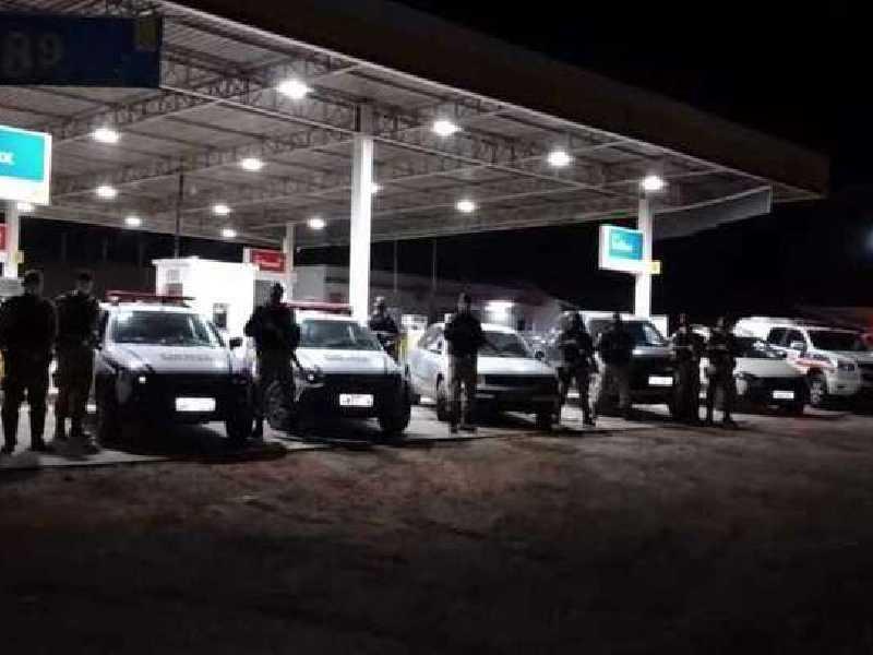 Após suspeitarem dos veículos policiais rodoviários foram ao encalce dos suspeitos que foram detidos