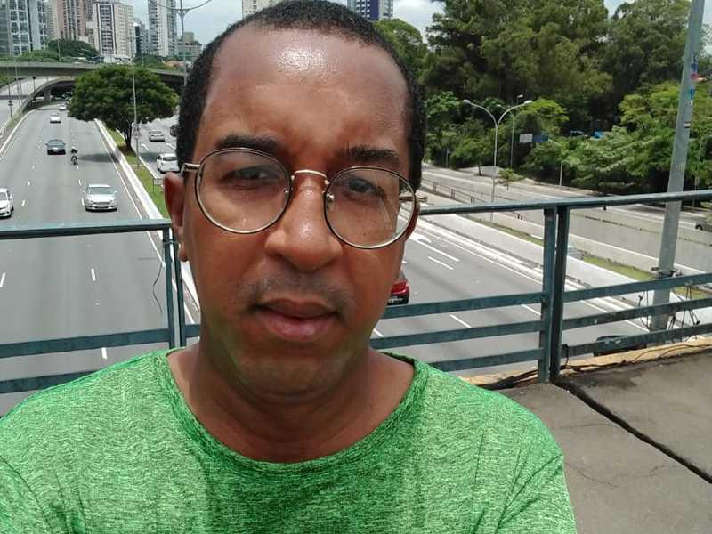 O jornalista Adriano Rosa Silva, assessor de Comunicação na Prefeitura de São Sebastião do Paraíso, recebe cumprimentos no dia 31 pelo seu aniversário.