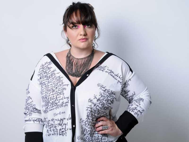 Formada em Moda e Design pela Universidade Estadual de Minas Gerais (UEMG), Marina atua como consultora de imagem e personal organizer