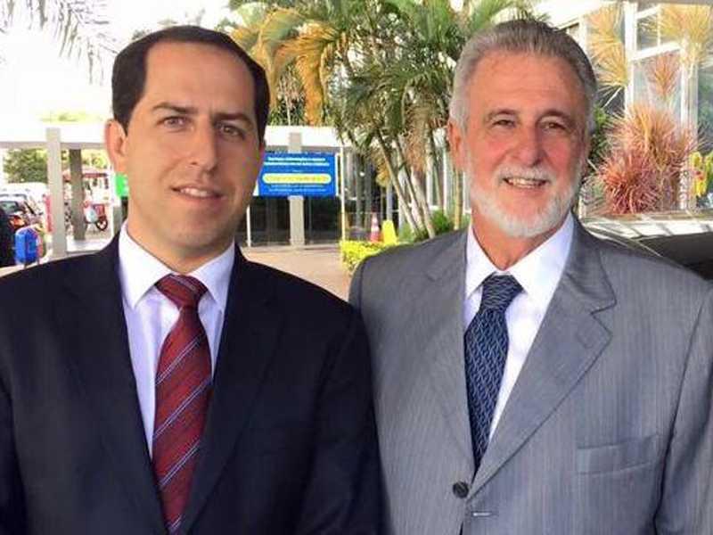 Provedor da instituição, Fernando Montans Alvarenga, durante visita ao ex-deputado federal e atual  presidente do Sebrae Nacional, Carlos Melles