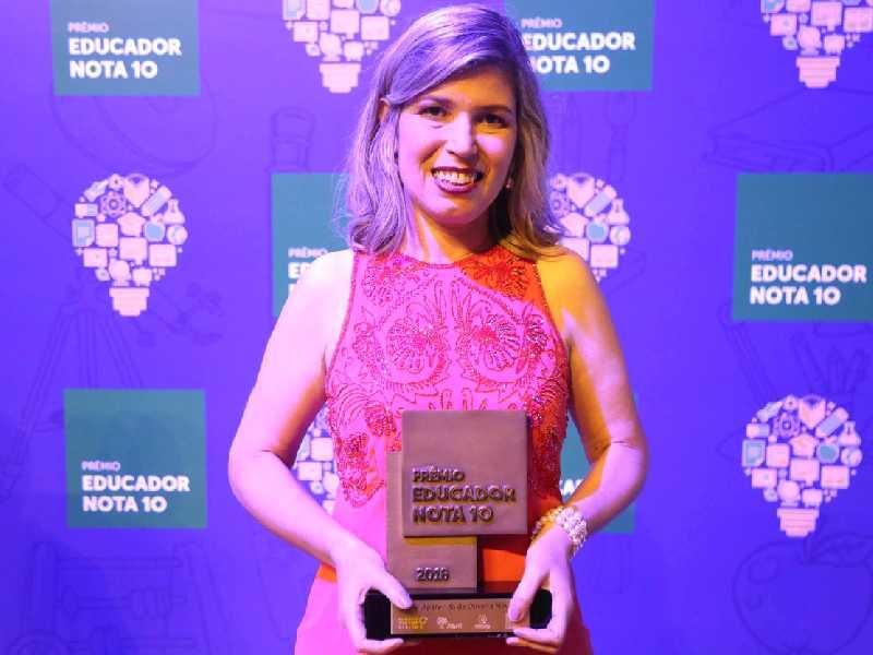 """Com o projeto """"De Cor e Salteado"""", Elenir, professora no Campos do Amaral e no Colégio Galileu, foi uma dos dez vencedores da 21ª edição do Prêmio Educador Nota 10"""