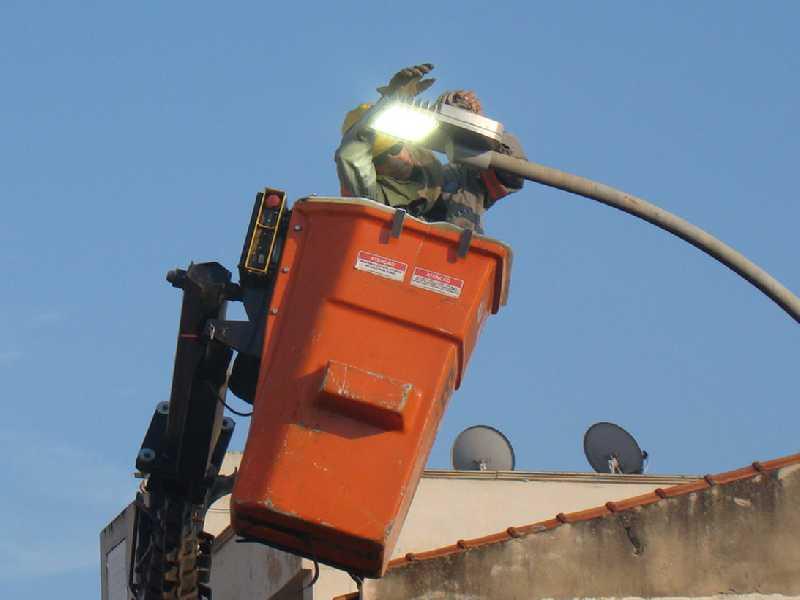 Além da manutenção, iluminação pública da cidade será melhorada com uso de lâmpadas de led