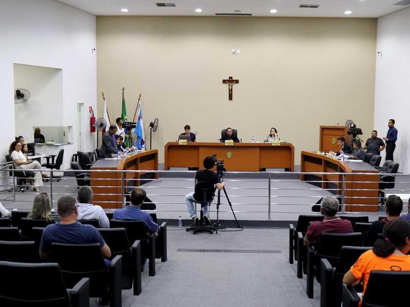 Vereadores quer retomar reuniões semanais no próximo mês, mas, atendimento presencial continuará suspenso na Câmara