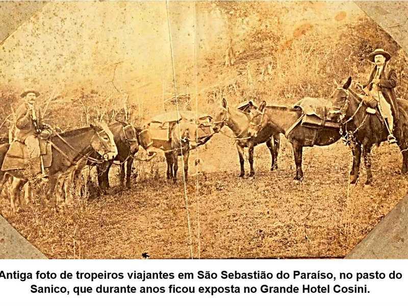 Antiga foto de tropeiros viajantes em São Sebastião do Sanico, que durante anos ficou exposta no Grande Hotel Cosini.