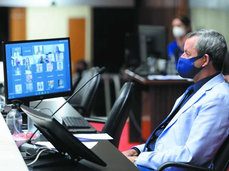 Na sessão de quarta, Arantes presidiu a reunião e recebeu questionamento sobre a tramitação da PEC durante a pandemia