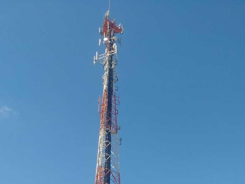 Torre de Telefonia Celular que fica localizada na Rua Espanha no Jardim Europa, a lâmpada de alerta de cor vermelha não acende durante a noite