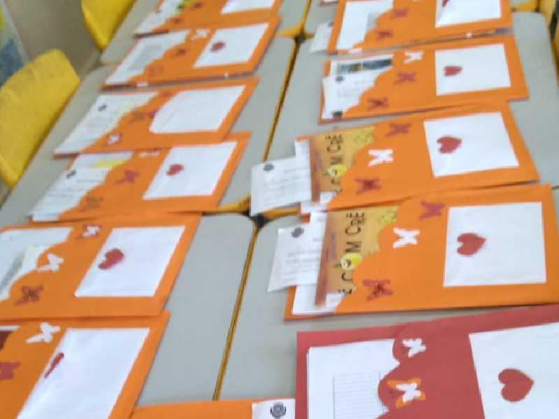 Material escolar com atividades para serem desenvolvidas em casa foram distribuídos para alunos em Paraíso