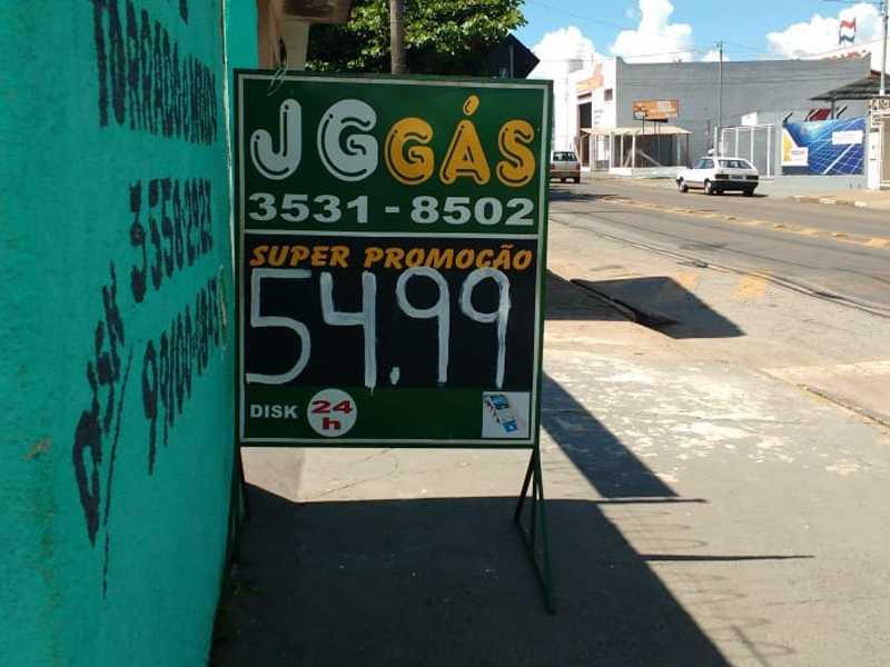 No revendedor JG Gás , R$54.99 no local da compra e R$60.00 para entregar