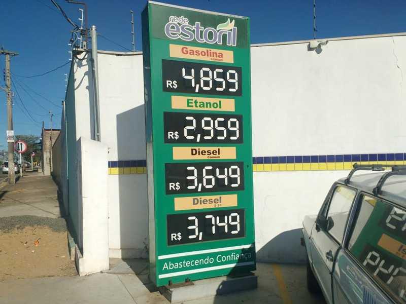 No Posto Estoril que fica localizado na Av. Engenheiro Washington Martoni no jardim Ouro Verde , onde vende o preço do litro da gasolina e do etanol mais barato em Paraíso