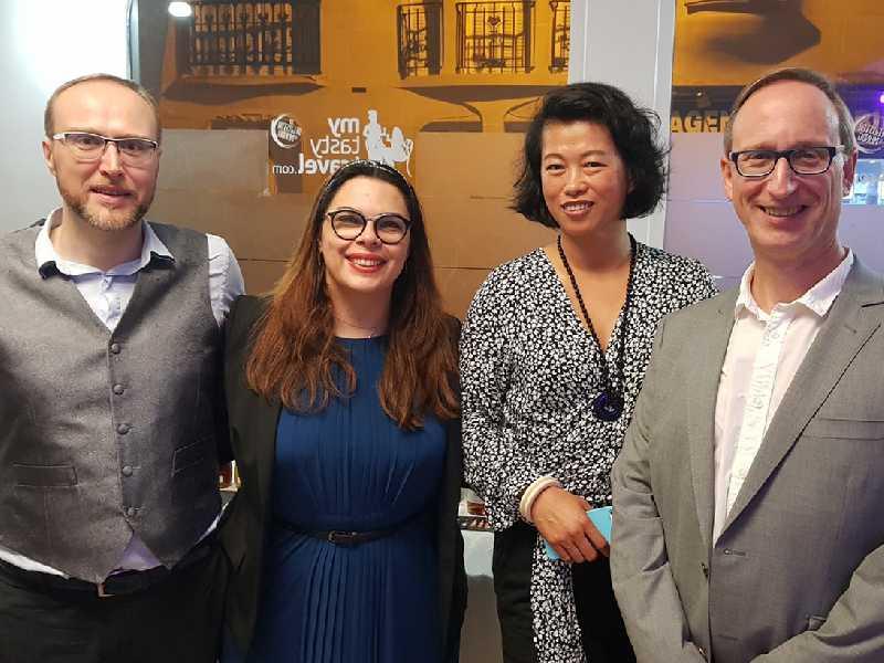Raice e Stéphane com o casal Li Zhang (FIWA) e Olivier Bouché (presidente da Companhia de Jurados, Peritos e Expert de Vinhos de Paris)