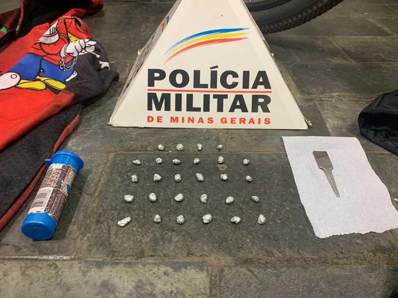 Várias porções de drogas foram apreendidas durante Operação Batida Policial