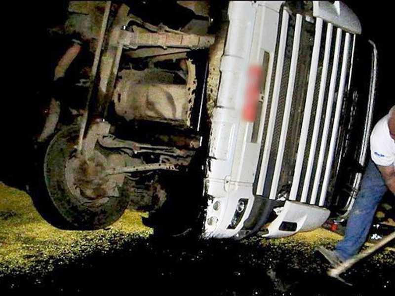No detalhe, casal que faleceu quandoe viajava no Hyundai HB20  que capotou e colidiu