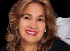 A educadora  Elaine Novais Nasser recebe cumprimentos no dia 12.  A coluna a parabeniza.