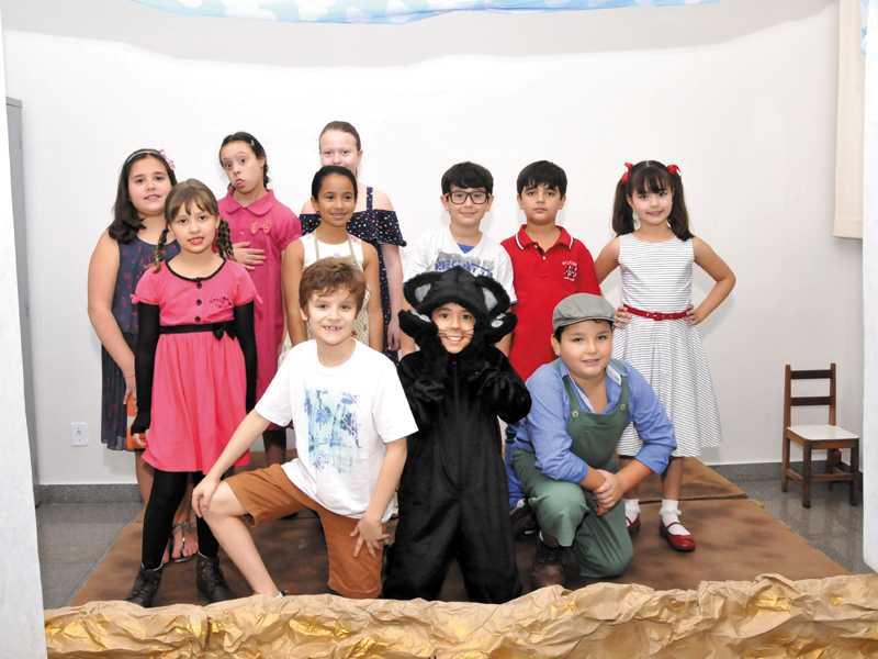 Teatro de Fantoches - A bonequinha preta - 3º ano
