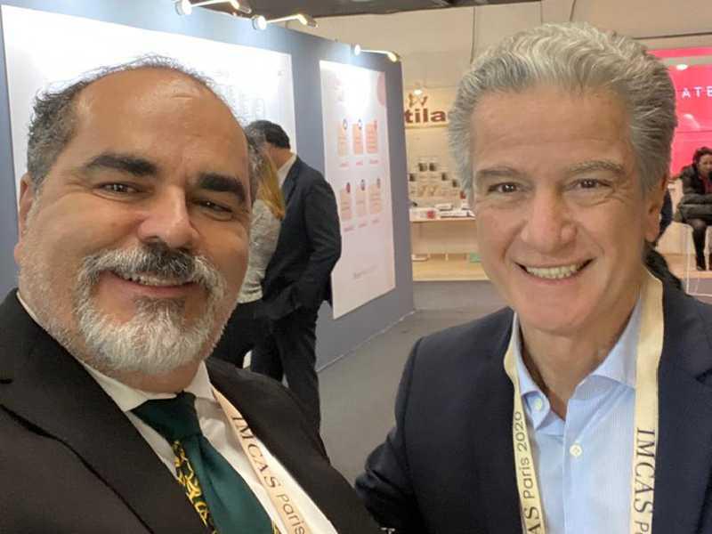 O médico Mucio Porto com o colega Benjamin Ascher, presidente do IMCAS
