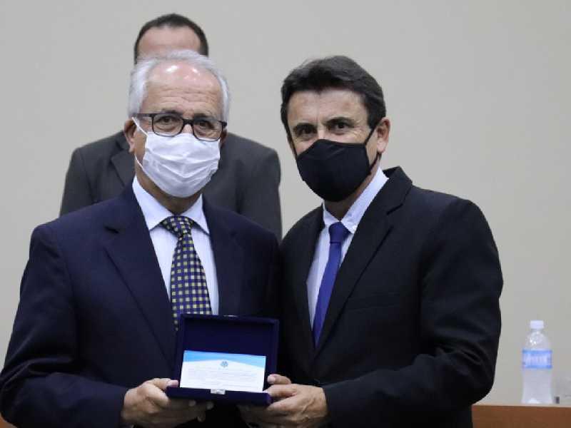 Diretor da Laticínios Aviação, Geraldo Alvarenga, e o verador Luiz de Paula