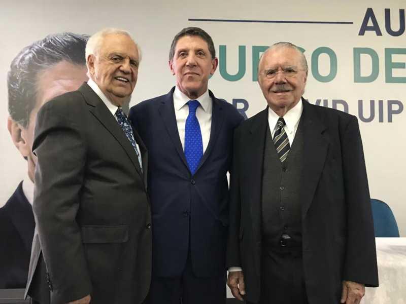 Gilberto Amaral, o médico  David Uip, e o presidente José Sarney
