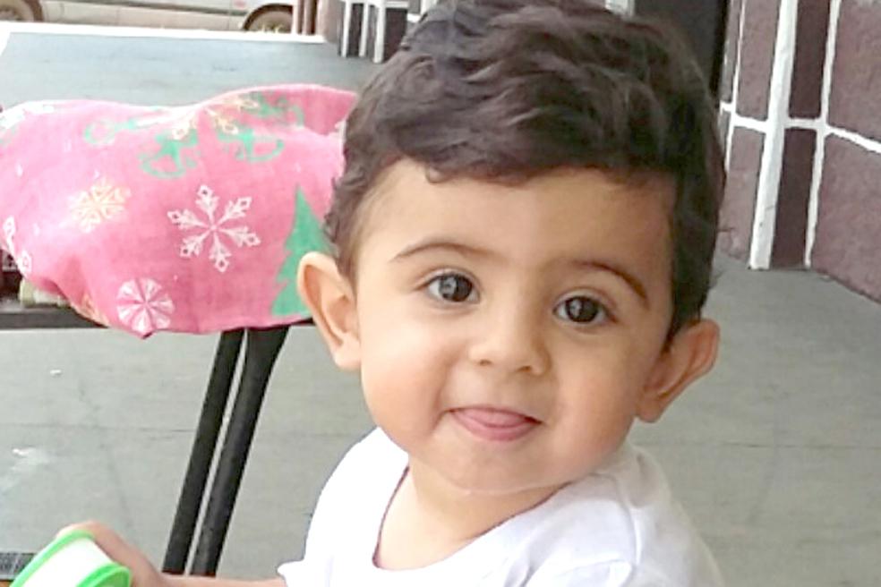 Jeferson, Cristiane, Cássio, Adriano e Thiago parabenizam Davi Luiz Barbosa Braghini que  no dia 11 completou seu primeiro ano de vida.