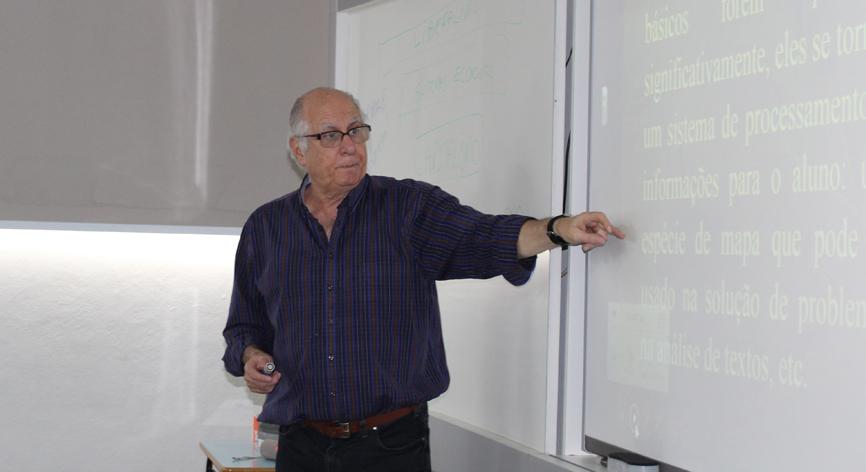 Professor Dr. Antonio Carlos Caruso Ronca,  graduado em  Pedagogia pela Faculdade de Filosofia Nossa Senhora Medianeira