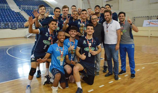 Time azul celeste comemorou bastante a conquista  do campeonato estadual da categoria na Arena