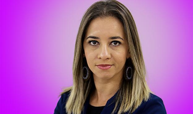"""Paula é produtora do programa """"De mulher para mulher"""" na TV Sudoeste"""