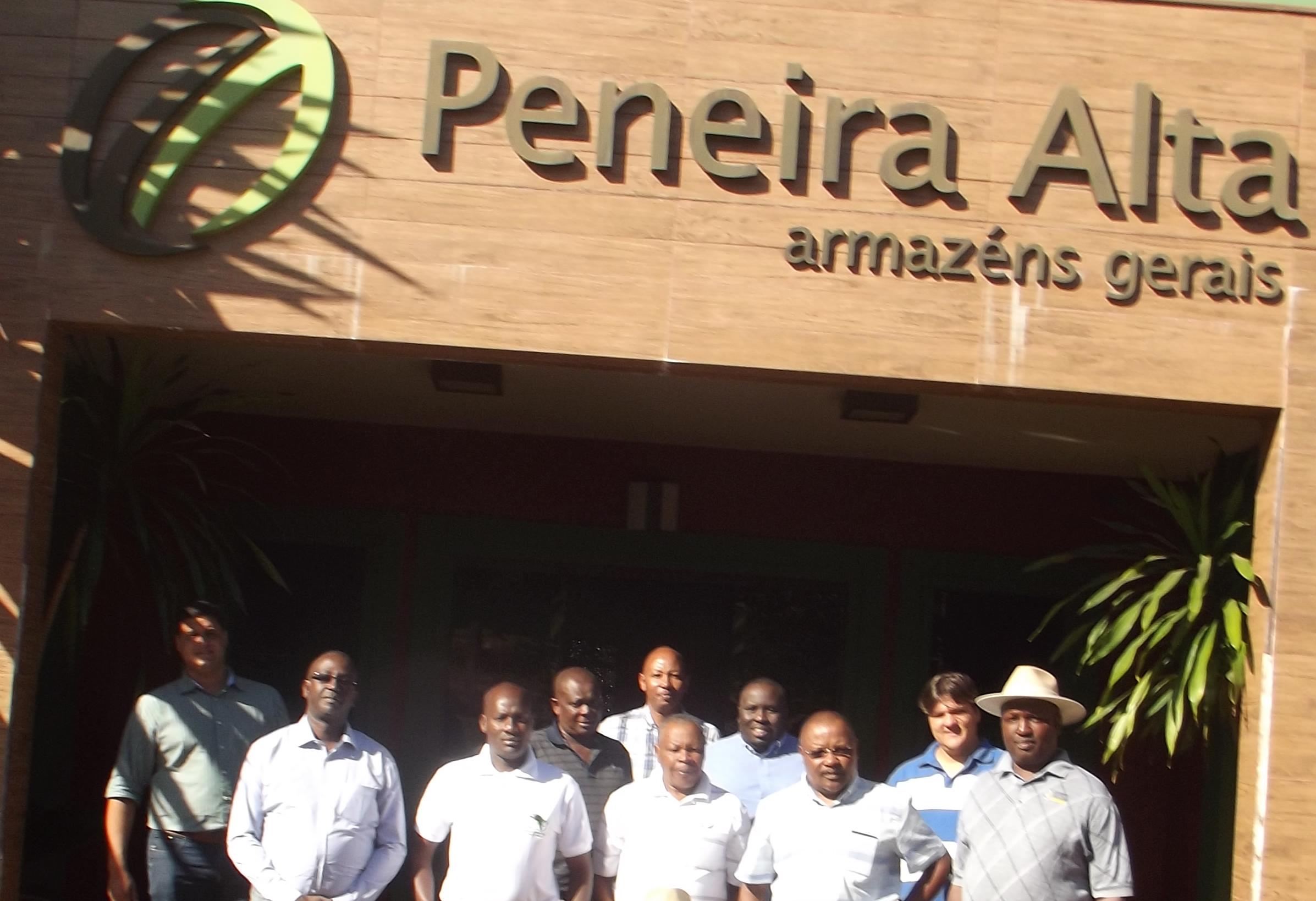 Grupo visitou as instalações da empresa e depósitos de café da Peneira Alta