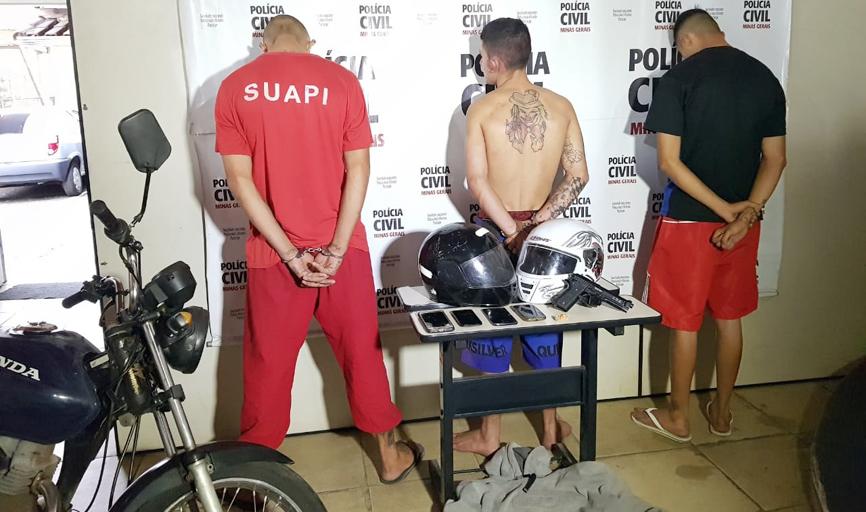 Dois foram presos acusados de roubos cometidos na cidade e no meio rapaz pego com drogas