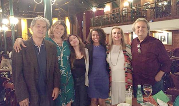 O paraisense Professor José Luiz de Souza reside no Rio de Janeiro, mas a celebração de seu aniversário de 69 anos no dia 28 de março, foi no Borbon Stret Music, em São Paulo, junto à sua esposa Loren e amigos. O jantar comemorativo foi ao som